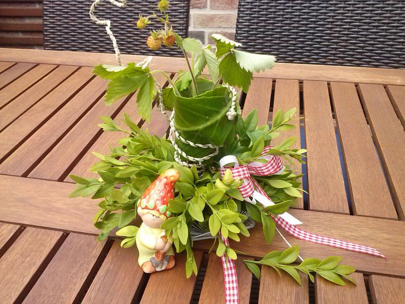 Tischdeko mit erdbeeren bastelesel for Dekoration erdbeeren